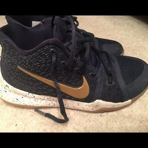 Kyrie Irving Youth Basketball Sneaker